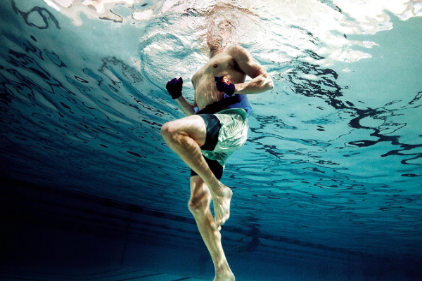 Spēka un izturības fitness ūdenī