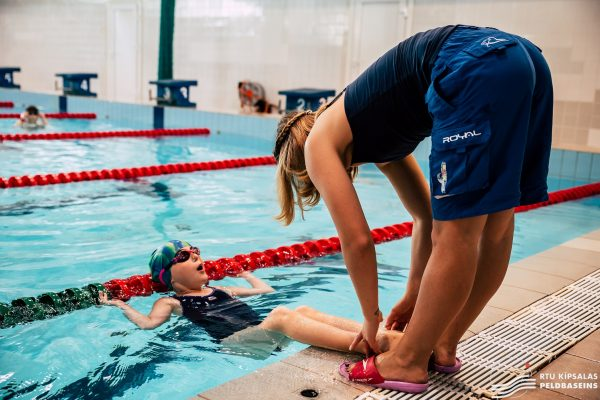 Darbs peldēšanas trenerim un glābējam