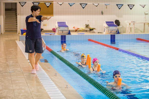 Ārstnieciskā jeb KORIĢĒJOŠĀ peldēšana